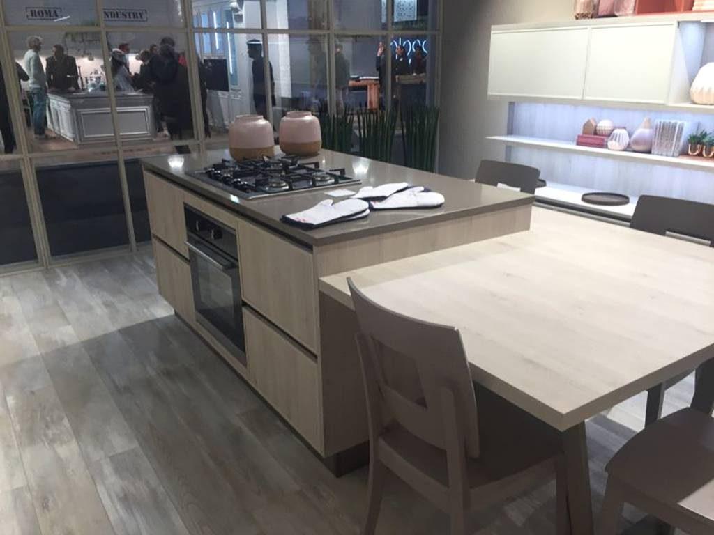 استفاده از میز متصل به جزیره آشپزخانه