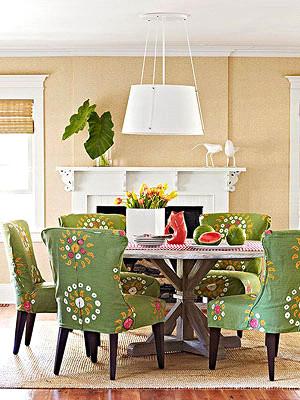 رنگ گلبهی در دکوراسیون اتاق ناهارخوری