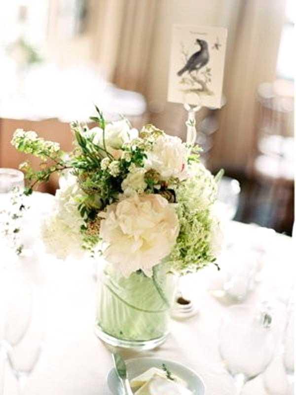 تزئین میز ناهارخوری با ظروف شیشه ای