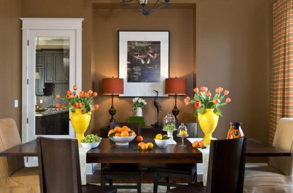 تزئین میز ناهارخوری با ترکیب گلدان و ظرف میوه