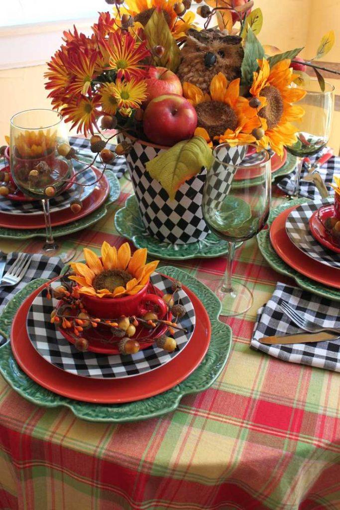 تزئین میز ناهارخوری با شاخه های میوه