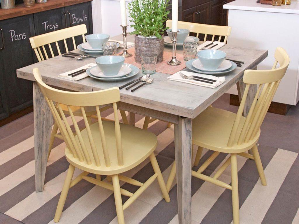 میز ناهارخوری با طراحی ساده و شیک