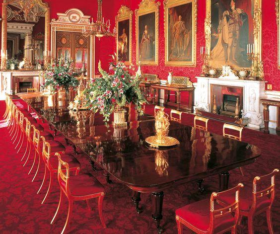 ترکیب رنگ طلایی و قرمز در سبک سلطنتی