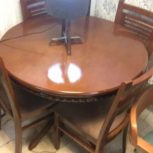 صندلی چوبی ، میز چوبی گرد