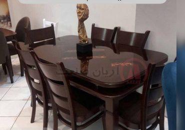 صندلی چوبی و میز چوبی
